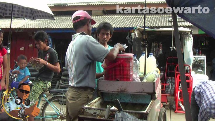 Lontar Ice Juice - Poncol Senen Jakarta 2014  Buah siwalan atau orang pantai utara lebih mengenal dengan sebutan ental atau Lontar banyak terdapat di daerah-daerah pegunungan dan daerah-daerah yang berdekatan dengan laut.