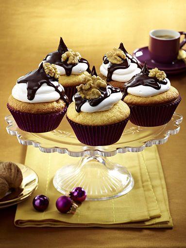 Walnuss-Cupcakes mit weißer Schokolade