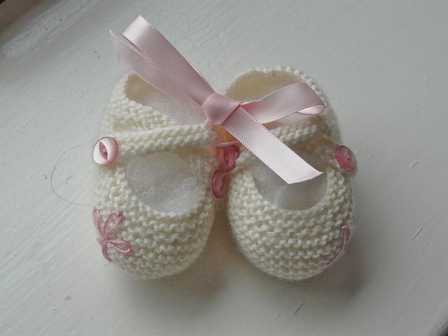 Best 25+ Knit baby shoes ideas on Pinterest