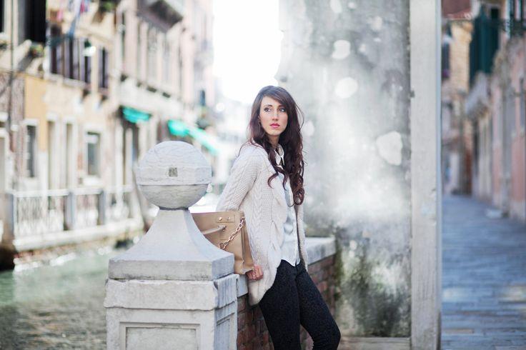#red #shoes #blogger #venezia #venice ph by @Anna Karnutsch