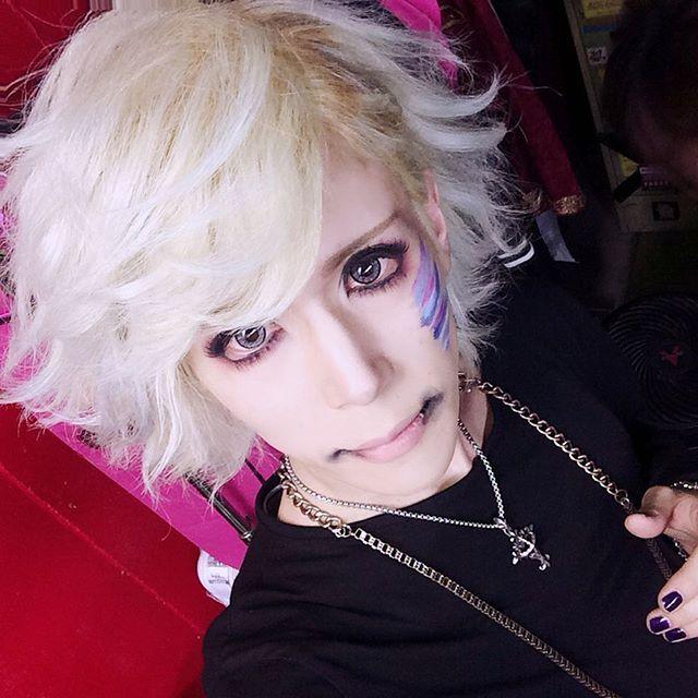 ...❤︎☻ #selfie #selfietime #visualkeimakeup #artmakeup #makeuplover #makeup #visualkei #vkei #vrock #jrock #v系 #visual系 #ヴィジュアル系 #ビジュアル系