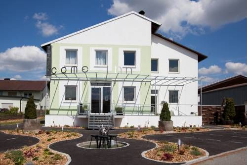 Come Inn Altdorf Offering free WiFi access, free daily newspapers, and a terrace, come inn is located 3.5 km from the city centre of Landshut. Trausnitz Castle is 5.2 km from the hotel.