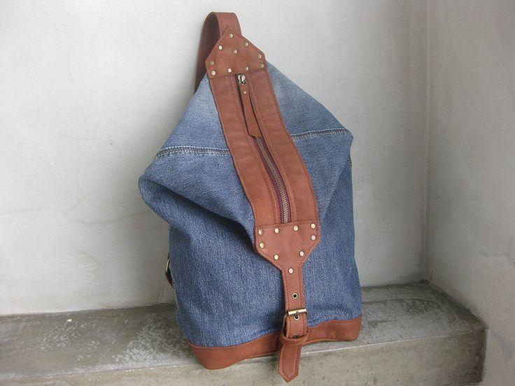 Borsa laterale croce corpo Denim riciclato cinturino in pelle con zip di avivaschwarz su Etsy https://www.etsy.com/it/listing/489331205/borsa-laterale-croce-corpo-denim