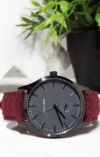 unclejackwatches✖ ROSEWOOD ✖ The final piece in our tweed range features a luxury burgundy tweed strap with a black case and grey dial. It's super fresh.