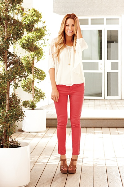 I have this top and wear it with black skinnies. I like the pop with the coral/red skinnies instead.