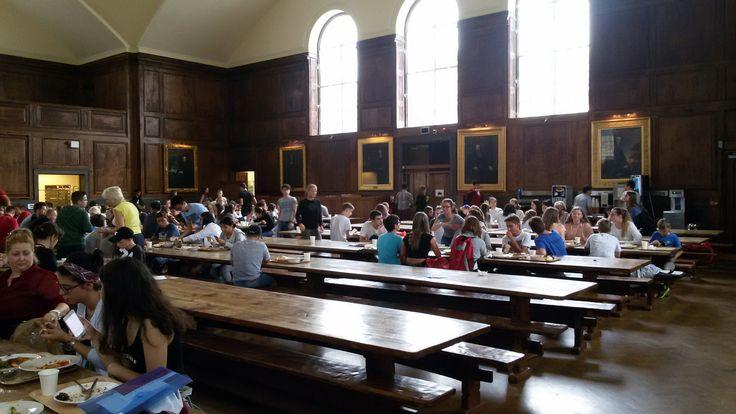 Dining Hall                           Haileybury college: Uno de los colegios más prestigiosos y bonitos de inglaterra. Un programa donde visitarás varias veces Londres.       Haileybury ofrece un entorno estimulante para sus estudiantes a la hora de imponerles desafíos y hacer que descubran su identidad para que se desarrollen como adultos seguros y generosos      #WeLoveBS #inglés #idiomas #Haileybury #ReinoUnido #RegneUnit #UK #Inglaterra #Anglaterra #HarryPotter #SummerCamp