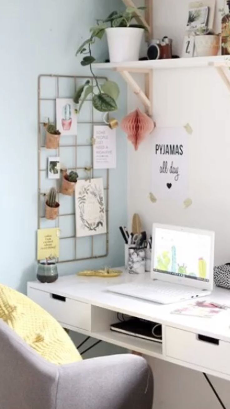 Teen Desk Space Teens need a good space to study, revise and manage all that homework! Here's a great space and we show you how to recreate it on either budget! Study Room Decor, Room Ideas Bedroom, Budget Bedroom, Bedroom Decor, Teen Study Room, Ikea Room Ideas, Bedroom Rugs, Bedroom Bed, Master Bedroom