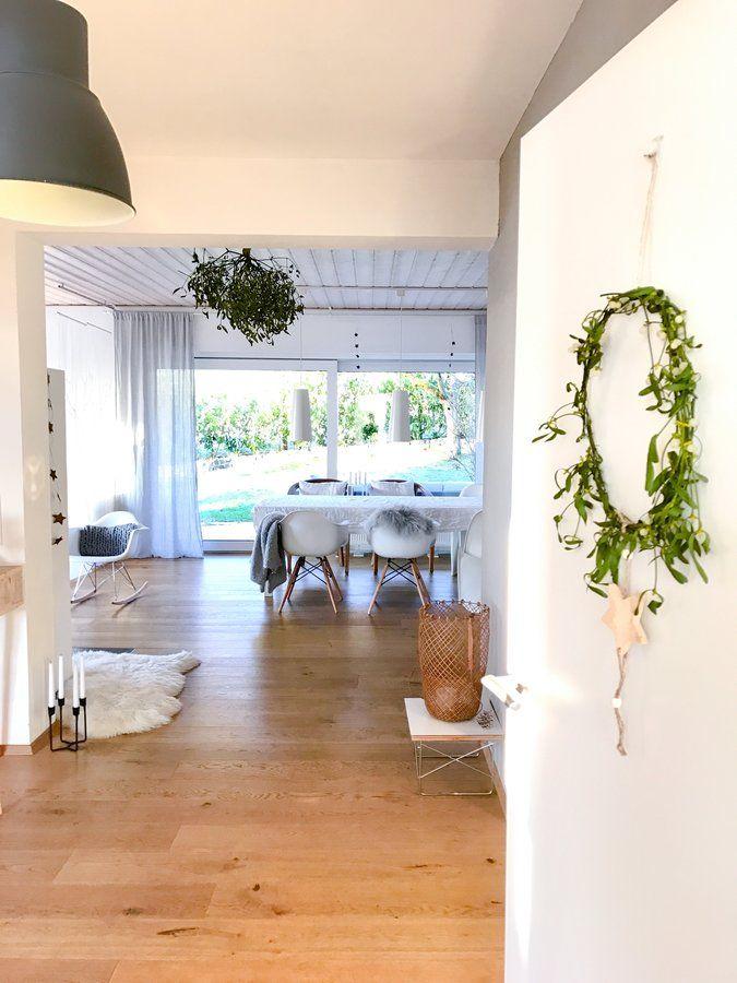 modernes esszimmer holz esstisch weiße stühle kugel pendelleuchten