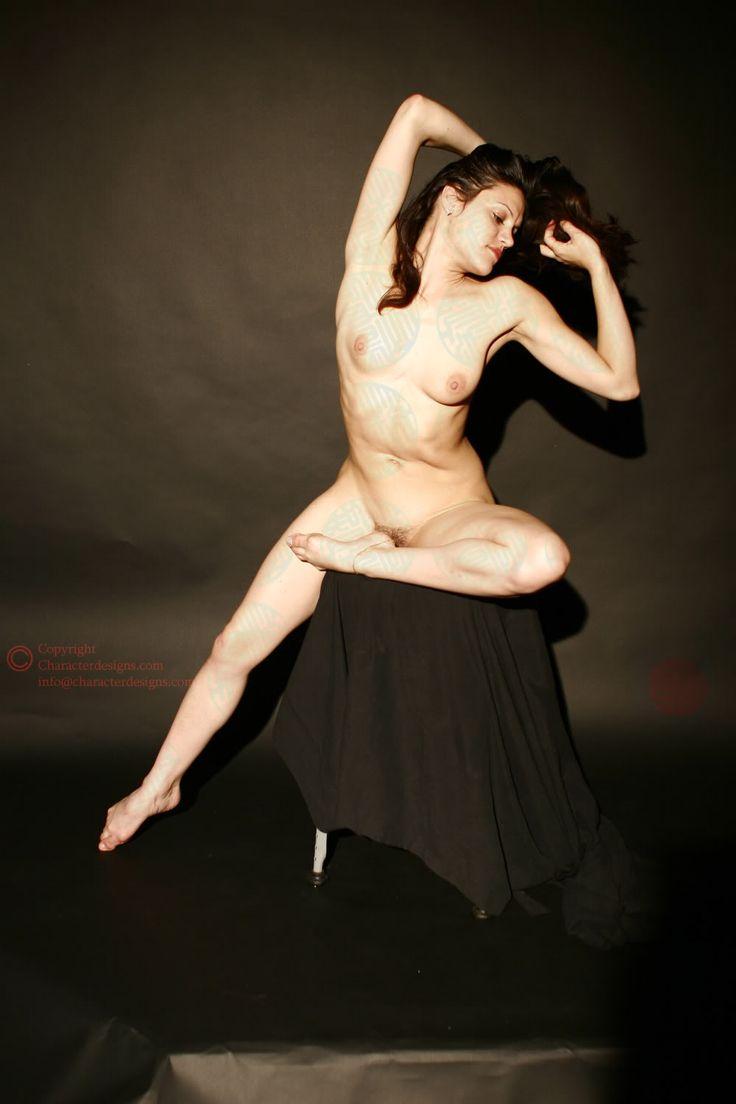 Nude Model Figure Drawing 120