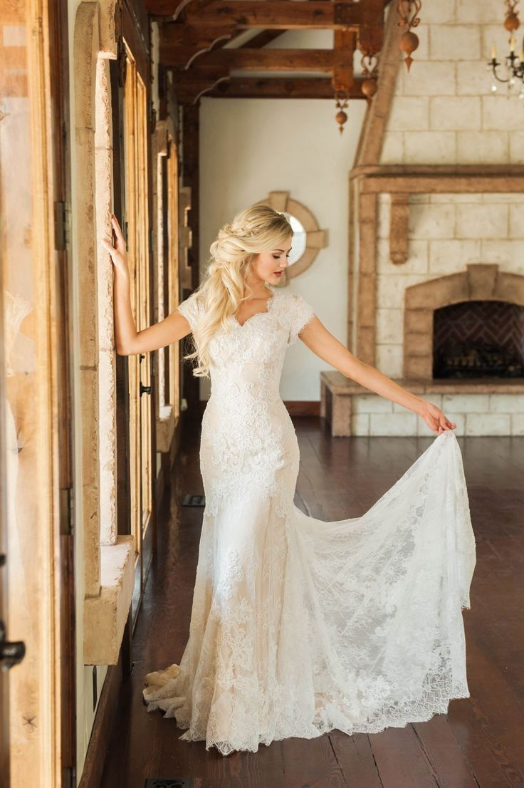 Vintage Lace Sheath Wedding Gown With Short Sleeves From Narsbridal Wedding Dresses Short Bride Conservative Wedding Dress Modest Wedding Dresses [ 1106 x 736 Pixel ]