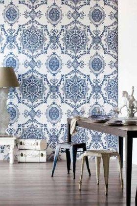 Pretty blue and white wallpaper...