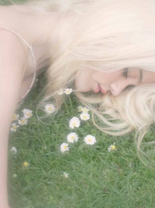 : White Hair, Sleep Beautiful, Flowers Children, Sky Ferreira, Dreams Hair, Flowers Girls, Dana Boulo, Beautiful Capture, High Schools