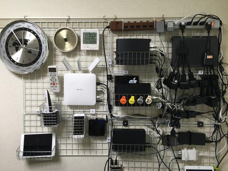 テレビ周りのケーブル整理と配線方法。壁掛けワイヤーネットと突っ張り棚で収納する。   KJ新谷のビジネス幼稚園