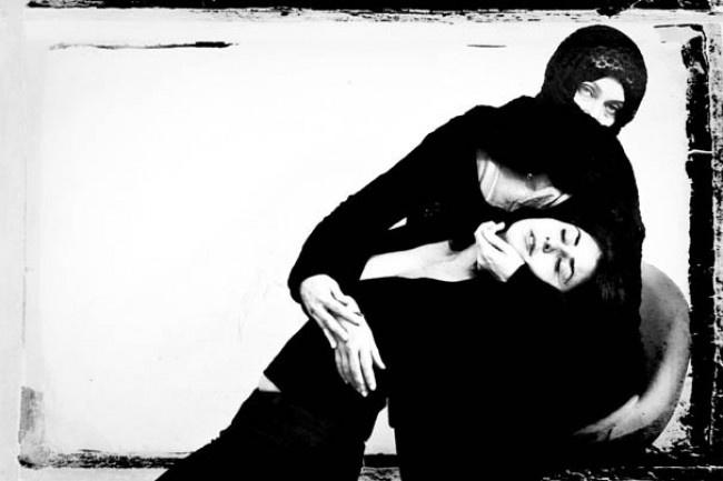 Femminicidio e tacchi a spillo: le correlazioni deliranti di Oliviero Toscani