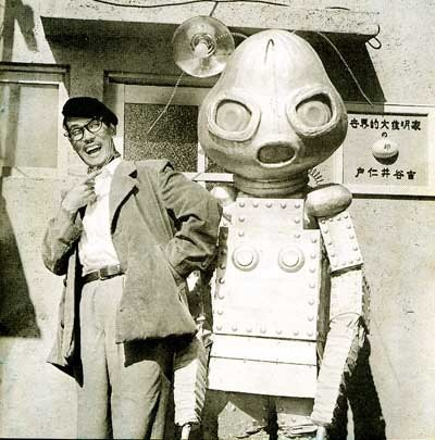 Robots and artists, a deadly combination. / トニー谷 「家庭の事情 おこんばんわの巻」(1954)