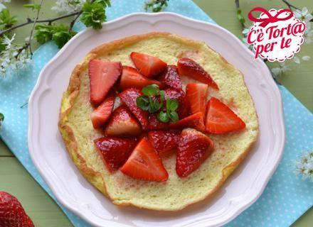 Una #colazione senza #glutine ma ricca di gusto: Omelette soufflée con fragole.  Scopri la ricetta...
