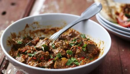 Slow cooker beef curry - full of flavour and guarantees meltingly tender #beef.