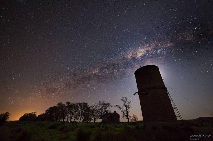 622 отметок «Нравится», 2 комментариев — Космические путешествия (@space.journey) в Instagram: «Млечный Путь и МКС над районом Каруэ в провинции Буэнос-Айрес, Аргентина.  Фотограф: Damian Avila…»