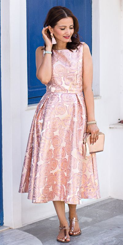 Roses for you! From holiday soirees to luxe celebrations, this dreamy prom dress graces every event with remarkable radiance. Fanciful Rose Intarsia Prom Dress featured by Ellapretty Blog