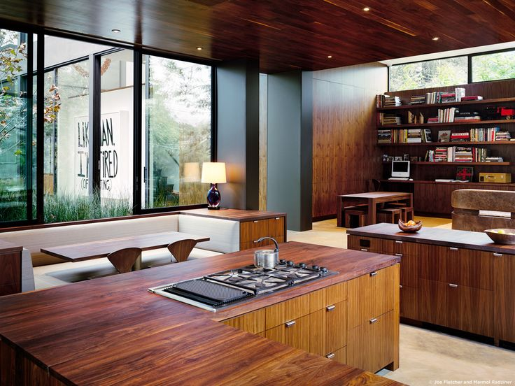 #ViennaWayResidence #modern #midcentury #inside #interior #windows #lighting #dining #wood #table #seating #booth #storage #kitchen #bookshelves #exterior #landscape #Venice #California #MarmolRadziner.
