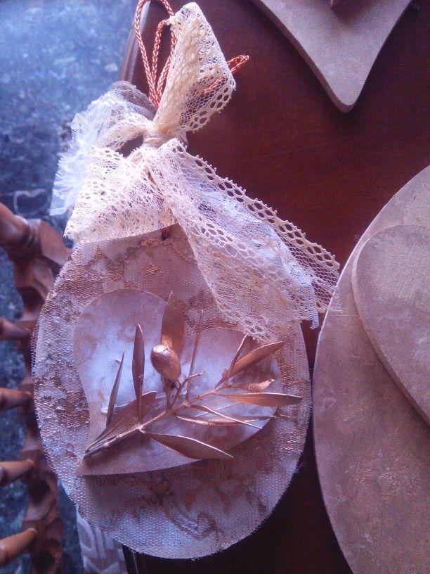 Ξυλινο πινακακι με ξυλινη καρδια και κλαδι ελιας