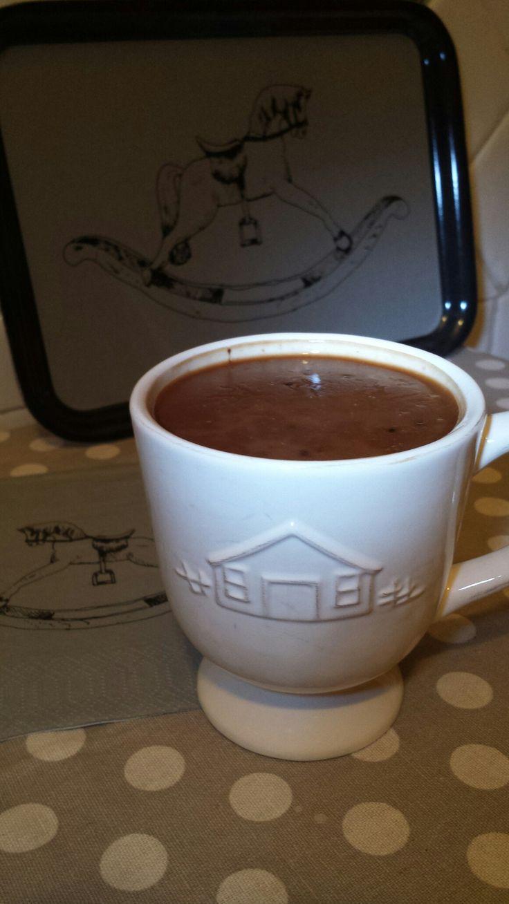 Cioccolata calda alternativa preparata con latte di avena, due cucchiaini di farina di carruba e miele... Praticamente un budino...