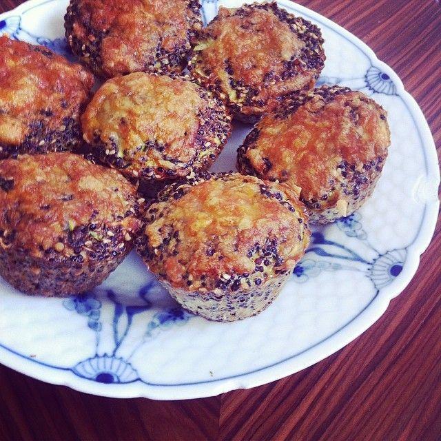 Idag har jeg bagt de her quinoa muffins, som er perfekte til madpakken eller som kød alternativ til aftensmaden. De er super nemme at lave og så smager de rigtig godt (især med en god cheddar ovenpå)! Jeg har også prøvet at bage dem med små stykker stegt ....
