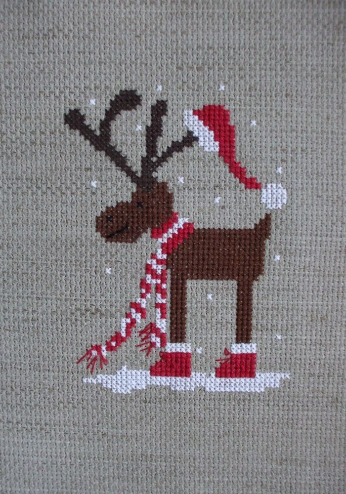CROSS-STITCH - BRODERIE - BORDUURWERK - REINDEER / RENNE / RENDIER - Broderie au point de croix RENNE DE NOEL