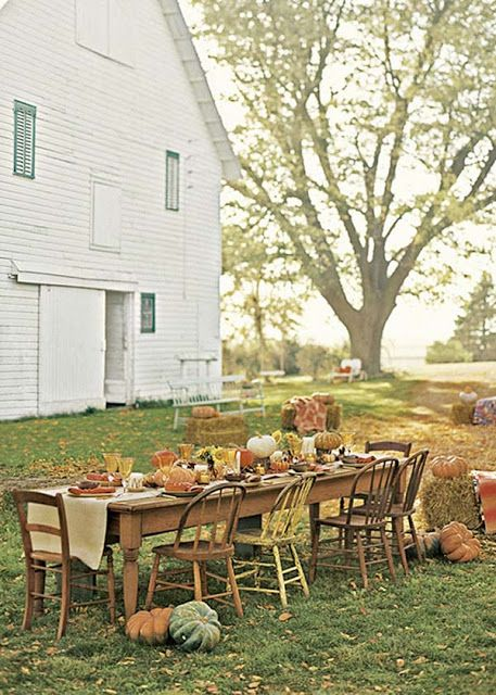 Just once I want to sit down at a table just like this!  I'm thinking cider to sip, apple pie, pumpkins to decorate... followed by a hay ride ;)  DIY Harvest Farmhouse Table via www.julieblanner.com: