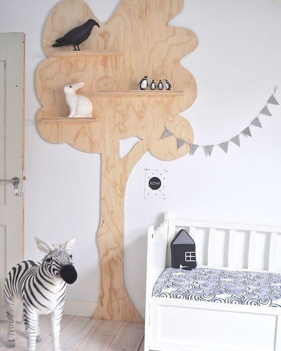 E essa estante de madeira em formato de árvore ...inspiração....versátil para quarto de menino e de menina...para colocar ursinhos quadrinhos ou livros...incentivando os leitores desde cedo! #quartodecriança #quartoinfantil #estanteinfantil #estantelúdica #estanteemformatodearvore #arvore #prateleiras #decoração #organização