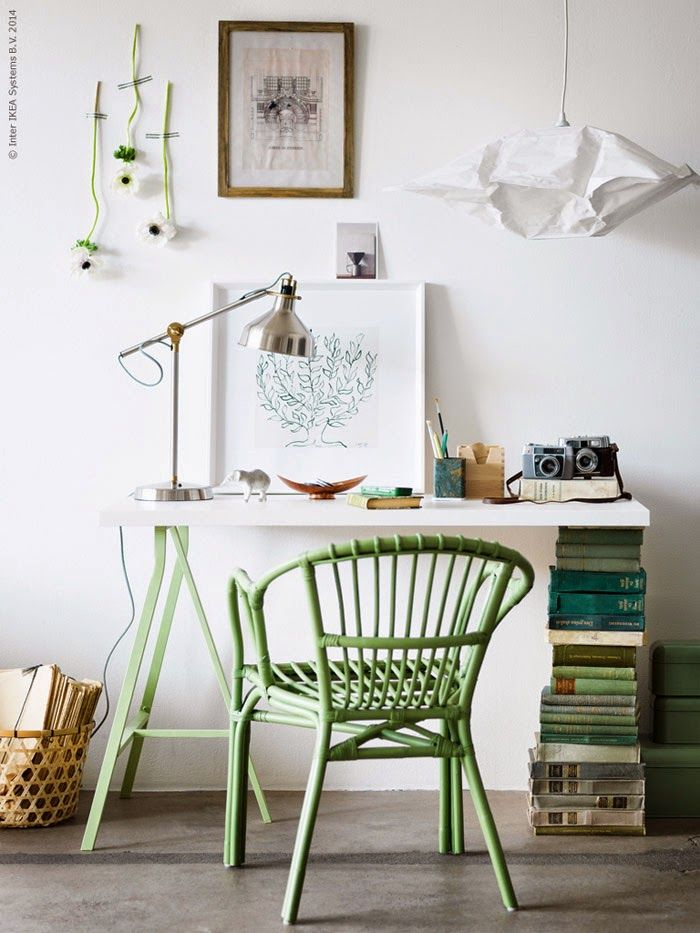 Ikea vignette from Livet Hemma with their HOLMSEL chair and LERBERG trestle.  Love what they did for the other leg with matching vintage green books.