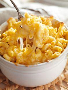 Dieses Macaroni and Cheese Rezept ist das einfachste Pastarezept, das wir kennen. 3 Zutaten - mehr braucht es nicht, um den amerikanischen Klassiker zu zaubern.
