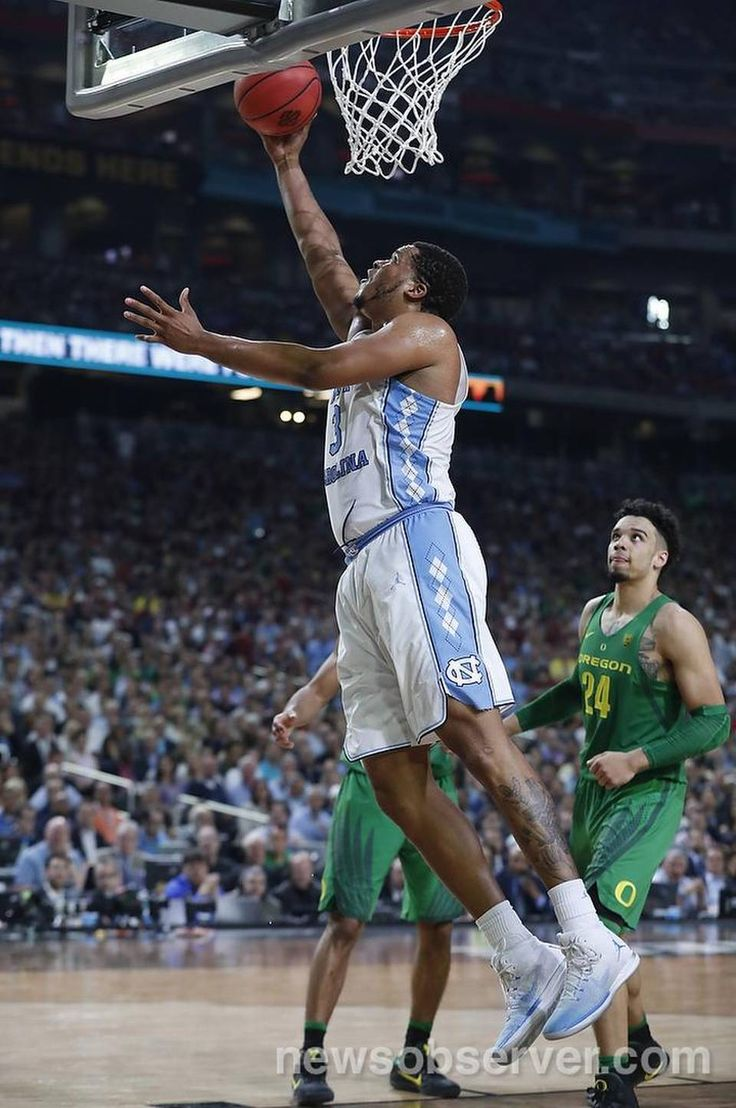North Carolina's Kennedy Meeks (3) shoots during the first half of UNC's game against Oregon in NCAA Division I Men's Basketball Championship national semifinals at the University of Phoenix Stadium in Glendale, AZ, Saturday, April 1, 2017.