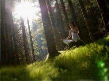 100 Beneficios de Meditar 1. Se baja el consumo de oxigeno. 2. Disminuye la frecuencia respiratoria. 3. Aumenta el flujo sanguíneo y disminuye la frecuencia cardiaca. 4. Aumenta la tolerancia al ejercicio...