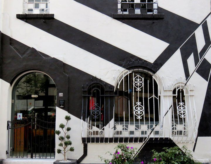 La Condesa Mexico City - wonderful walking neighborhood, safe for the solo traveler, enjoy the art deco style architecture while strolling around the neighborhood - SoloTripsAndTips.com