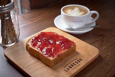 食パン専門店×コーヒースタンド「レブレッソ」が、大阪にオープン
