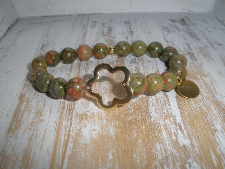 Piedras Unikita verde y Nube en baño de oro con terminación en pequeña bolita dorada.  Nube&Unikitahttp://memola.com.es/shop/es/16-pulseras-piedra.