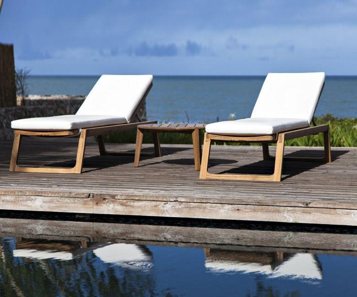 Die Diuna Teak Sonnenliegen von Oasiq ist zeitlos modern. #Liege #Sonnenliege #Gartenliege #sunlounger #lounger #Gartenmöbel #Balkonmöbel #Stuhl #Sessel #outdoor #Garten #Terrasse #Balkon #balcony #gardenfurniture #comfy #modern #Teakholz #oasiq #garden #interior #interiordesign #decoration #interiordecorating #chair #armchair #einrichten #Einrichtung #wohnen #home #inspiration #Einrichtungsideen