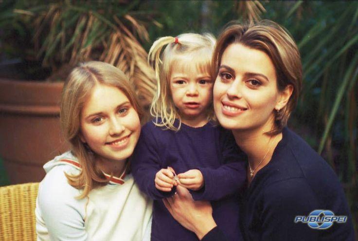 Un medico in famiglia. Maria (Margot Sikabonyi), Annuccia (Eleonora Cadeddu) e zia Alice (Claudia Pandolfi)