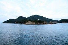 地球のエネルギーを感じることの出来る広島県のパワースポット仙酔島せんすいじまへ行ってみませんか 仙酔島は1934昭和9年に選定された国立公園の第1号瀬戸内海国立公園の中心的な存在で国立公園の記念切手モデルに選ばれるほどの景勝地なんです 島の中には五色岩ごしきいわがあります これは太古の昔に地球のマグマが隆起して地上に突出したエネルギーの高い場所ハレの地と言われ青赤黄白黒の岩が延々と1kmに渡って続いています 触るだけでも地球のエネルギーを感じることができますよ() tags[広島県]