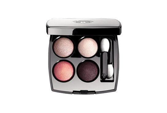 """La Palette les 4 Ombres """"Tissé Cambon"""" de Chanel http://www.vogue.fr/beaute/shopping/diaporama/shopping-beaute-plein-fard-sur-l-ete/18296/image/992952"""