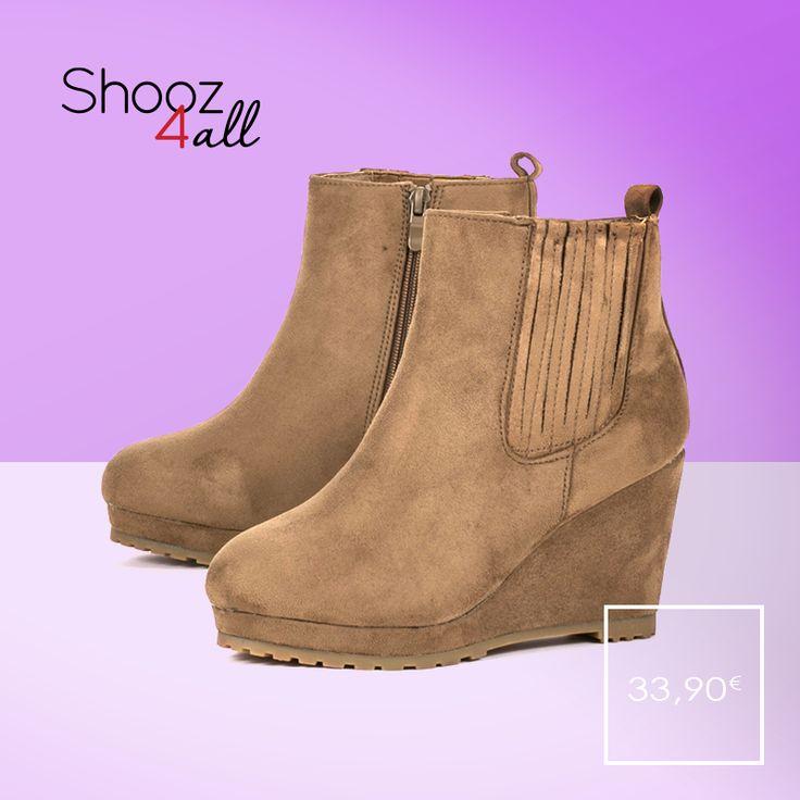 Μποτάκια πλατφόρμες σε μοναδική μπεζ απόχρωση. Με βελουτέ υφή, από τεχνόδερμα άριστης ποιότητας, γυναικεία παπούτσια που συνδυάζονται εύκολα και κλέβουν τις εντυπώσεις. http://www.shooz4all.com/el/gynaikeia-papoutsia/mpotakia-platformes/mpez-veloute-mpotakia-platformes-135-detail #shooz4all #mpotakia #platformes