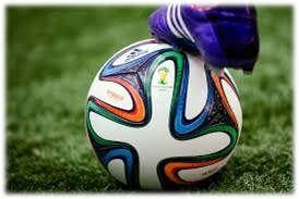 """el balón oficial del Mundial de Brasil 2014, fue presentado en el Parque Lage de Río de Janeiro.el 'brazuca' posee una innovación estructural, con una simetría única formada por seis paneles idénticos. La diferente estructura de su superficie proporcionará """"mejor adherencia, toque, estabilidad y aerodinámica sobre el terreno de juego"""", añadió la FIFA"""