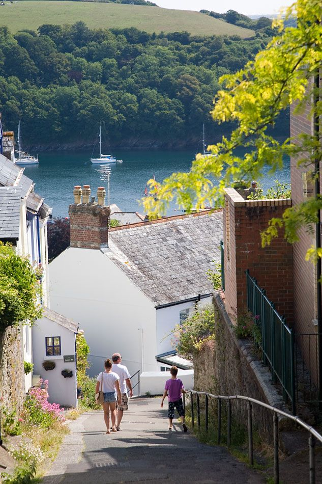 Walk down to Fowey in Cornwall, UK The steep sided valley with it's wooded…