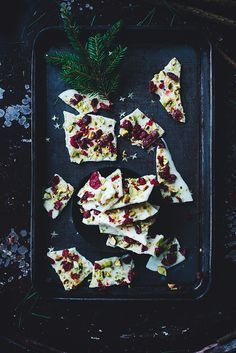 White chocolate with pistachios and cranberries - easiest Christmas candy   Linda Lomelino   Amelia blogs