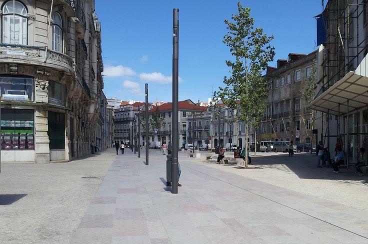 """Lisbon storie: LARGO ALL'INTENDENTE """"[...] istituzioni e organizzazioni culturali hanno cominciato a organizzare festival e rassegne artistiche nel piazzale; ecco che la rinascita della zona è quasi assicurata."""""""