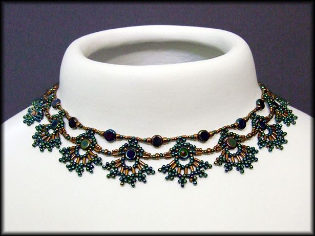 Kronleuchterjuwelen Glasperlenschmuck - Pfauen-Collier (Detail)