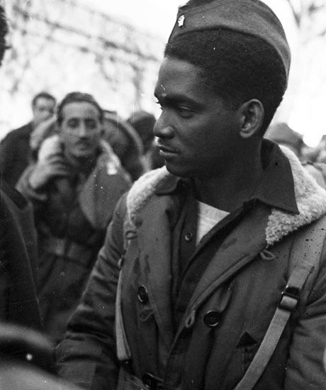 Black soldier of the Abraham Lincoln Brigade (the American Brigade of the International Brigades) in the Spanish Civil War. The International Brigades were the first occassional White and Black Americans fought togther, well before US army allowed it. A wonderful example of International solidarity and unity against Fascism. #Spain #war