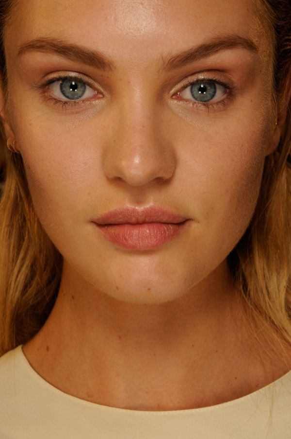 Candice Swanepoel -- no makeup, still stunning!