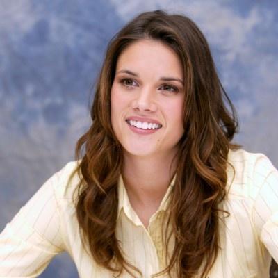 Missy Peregrym. >Marshall's sister... Erica Dane?